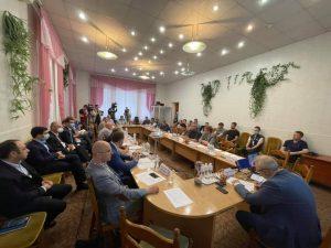 """Круглий стіл """"Україна-Донбас: спільне минуле та спільне майбутнє"""""""